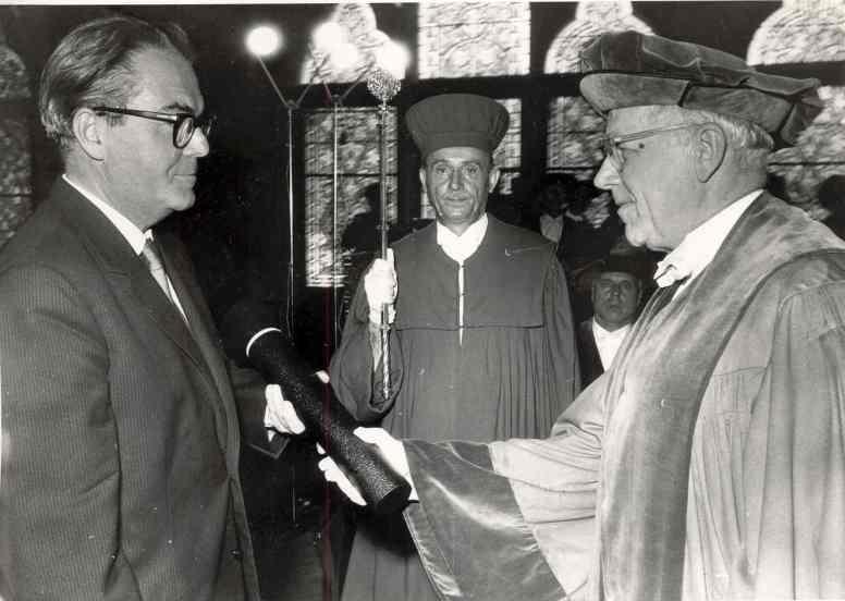 Ehrendoktor_an_Dramatiker_Max_Frisch_6-1962_(Eifert)
