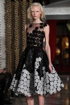 23-Robe Courte en Fleurs PaielletÇes Noir & Blanc DANY ATRACHE PE 2012