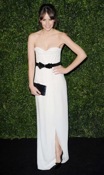 felicity jones wearing burberry at the 58th london evening standard theatre awards in association with burberry