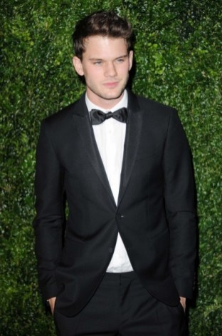 jeremy irvine wearing burberry at the 58th london evening standard theatre awards in association with burberry