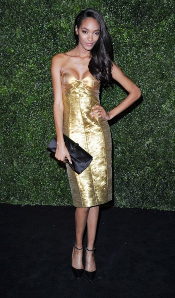 jourdan dunn wearing burberry at the 58th london evening standard theatre awards in association with burberry