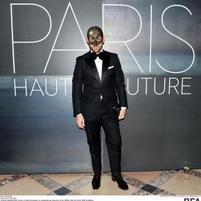 Swarovski et la ville de Paris rendent hommage à la couture
