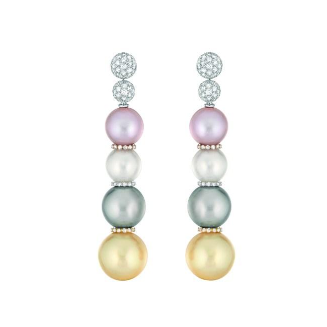 Boucles d'oreilles « Perles Swing » en or blanc, jaune et rose 18 carats, diamants, perles de culture des Mers du Sud, de Tahiti et d'eau douce.