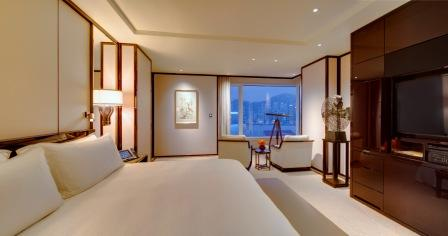 Deluxe Harbour View Suite bedroom night (low)