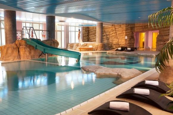 hotel-dream-castle-paris-swimming-pool-1-bielsa-2012-hi