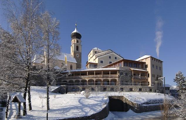 Hotel Turm in winter03