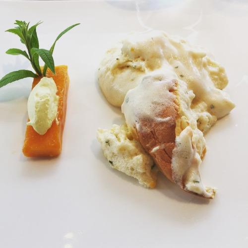 Dessert soufflé chaud à la mangue du pérou infusée à la suze