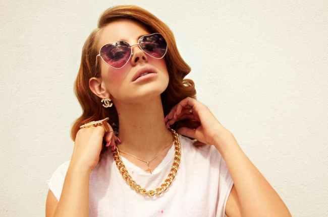 lana-del-rey-lunettes-coeur-2