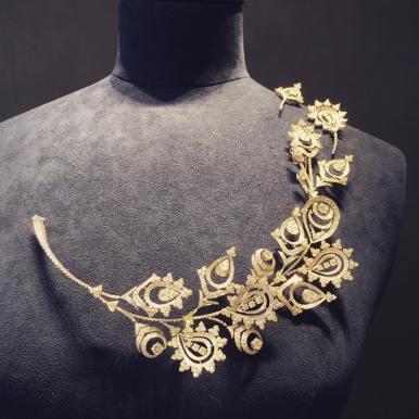 Boucheron : Parure ( collier et deux broches ) Mendhi ; or blanc et diamants; preview collection haute joaillerie Bleu de Jodhpur