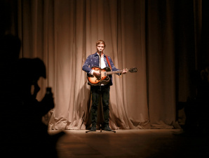 George Ezra performing live at the Burberry _London in Los Angeles_ event