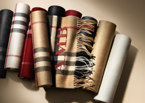 The Burberry Scarf Bar - Classic Cashmere Scarve_001