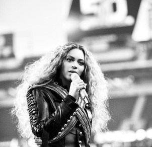 Beyonce in Dsquared2 5