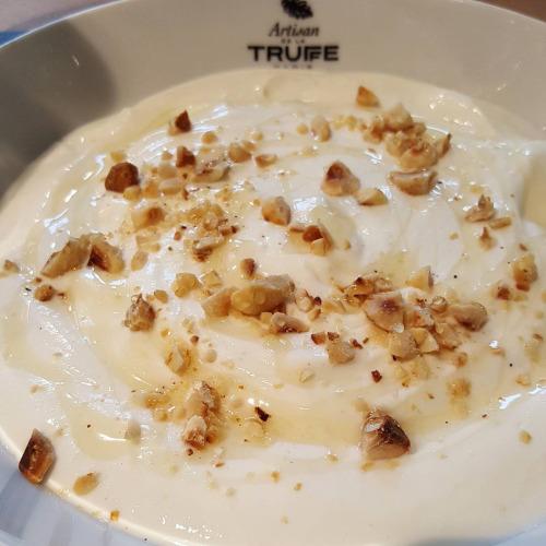 Fromage blanc au miel de truffes