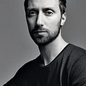 Yves Saint Laurent nomme Anthony Vaccarello Directeur Artistique