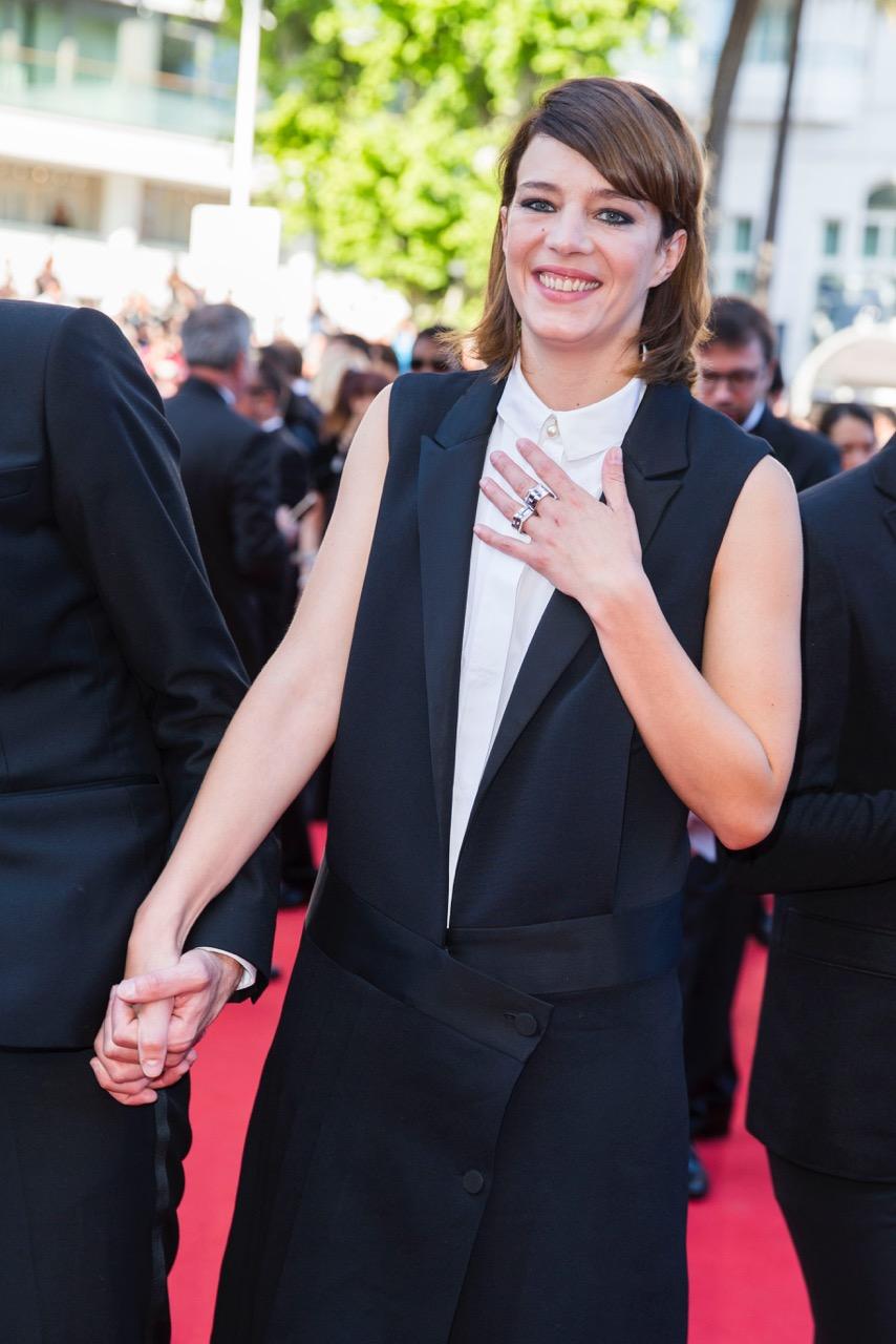 Jury Celine Sallette portait 10 bagues Montblanc en or blanc et Diamants de la collection 4810.