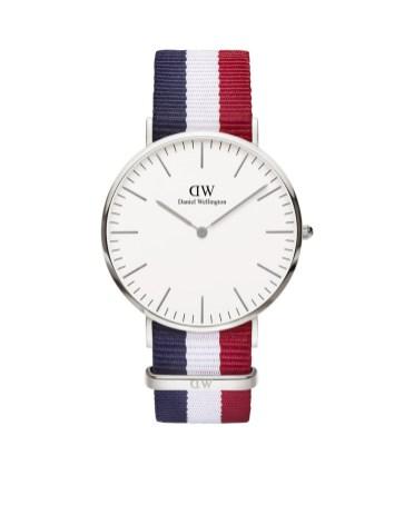Une montre : Indispensable, elle est encore plus belle sublimée par les couleurs du drapeau français. Ça tombe bien l'euro 2016 vient de débuter en France. Daniel Wellington, 159€