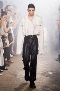 defile-julius-printemps-ete-2017-paris-look-19
