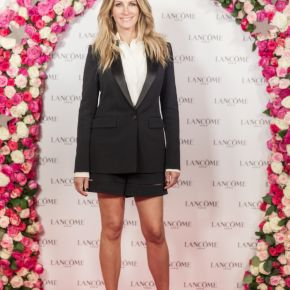 Julia Roberts in Givenchy by Riccardo Tisci