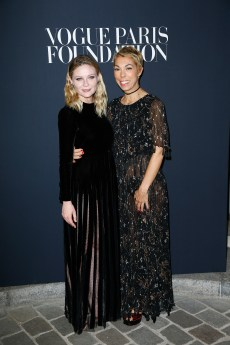 PARIS, FRANCE - JULY 04: (L-R) Kirsten Dunst and Mathilde Favier attend the Vogue Foundation Dinner during Paris Fashion Week as part of Haute Couture Fall/Winter 2017-2018 at Musee Galliera on July 4, 2017 in Paris, France. (Photo by Julien Hekimian/Getty Images for Vogue) *** Local Caption *** Kirsten Dunst;Mathilde Favier