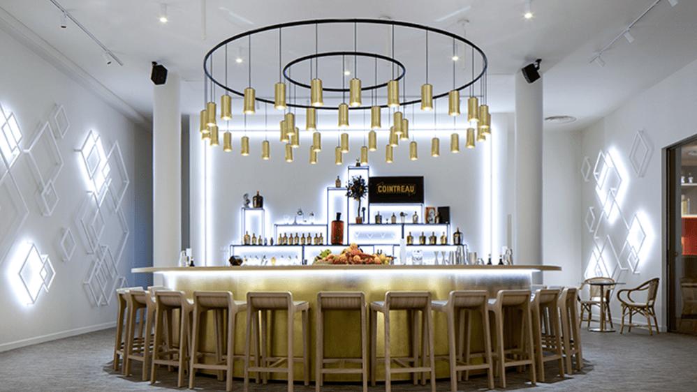L'agence Jeff Van Dyck signe l'architecture du bar Cointreau