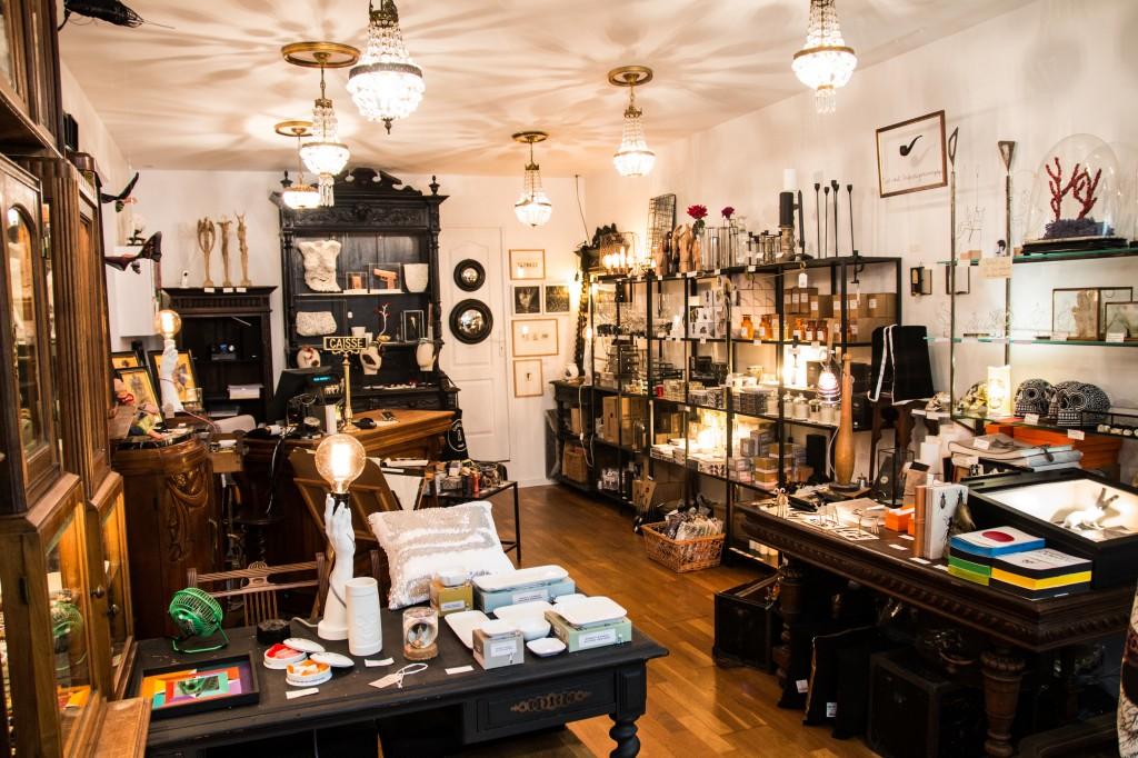 Curieux le cabinet de curiosit contemporaines luxsure - Globe cabinet de curiosite ...