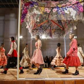 Paris Fashion Week Printemps/Été 2018: Jour 8 À l'ombre des jeunes filles en fleurs