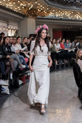 Look 20 - Robe Farrow, Laure de Sagazan 2880€ Chez Maria Luisa Mariage au Printemps