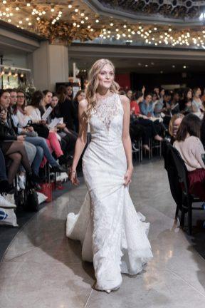 Look 40 - Robe Naiara, Atelier Pronovias 6115€ au PRINTEMPS MARIAGE