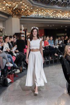 Look 7 - Ensemble Mademoiselle de Guise, top Suzon 1080€, jupe Elia 1980€ au PRINTEMPS MARIAGE