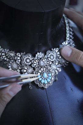 RIHANNA ♥ CHOPARD making of picture 12