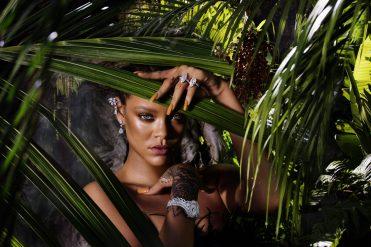 Rihanna straightening the pose wearing RIHANNA ♥ CHOPARD 1 (3)