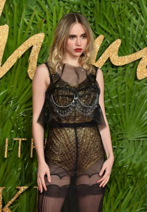 LONDON, ENGLAND - DECEMBER 04: Suki Waterhouse attends The Fashion Awards 2017 in partnership with Swarovski at Royal Albert Hall on December 4, 2017 in London, England. (Photo by Jeff Spicer/BFC/Getty Images)