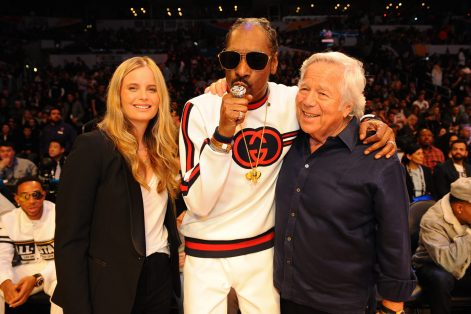 LOS ANGELES, CA - FEBRUARY 18: Snoop Dog and Robert Kraft pose for a photo during the NBA All-Star Game as a part of 2018 NBA All-Star Weekend at STAPLES Center on February 18, 2018 in Los Angeles, California. NOTE TO USER: User expressly acknowledges and agrees that, by downloading and/or using this photograph, user is consenting to the terms and conditions of the Getty Images License Agreement. Mandatory Copyright Notice: Copyright 2018 NBAE (Photo by Juan Ocampo/NBAE via Getty Images)