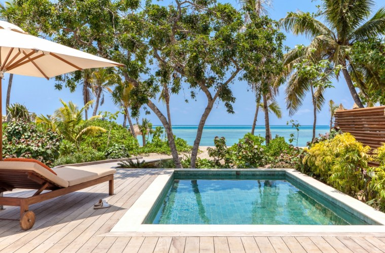 Beachfront_Pool_Villa_deck_[7179-LARGE]