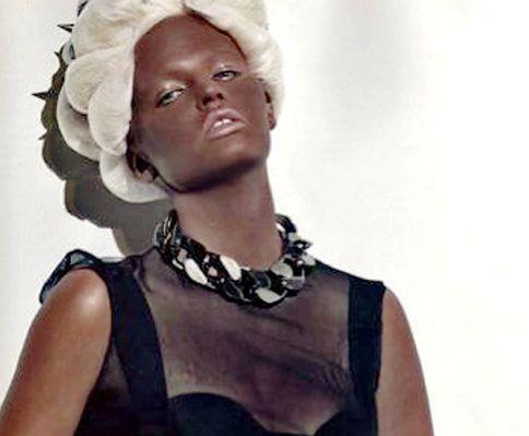 Lara Stone Vogue Scandale : l'archéologie de la performance
