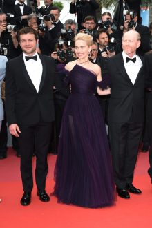 CANNES, FRANCE - MAY 15: Actor Alden Ehrenreich, actress Emilia Clarke and director Ron Howard attend the European Premiere of 'Solo: A Star Wars Story' at Palais des Festivals on May 15, 2018 in Cannes, France. (Photo by Antony Jones/Getty Images for Disney) *** Local Caption *** Alden Ehrenreich;Emilia Clarke;Ron Howard
