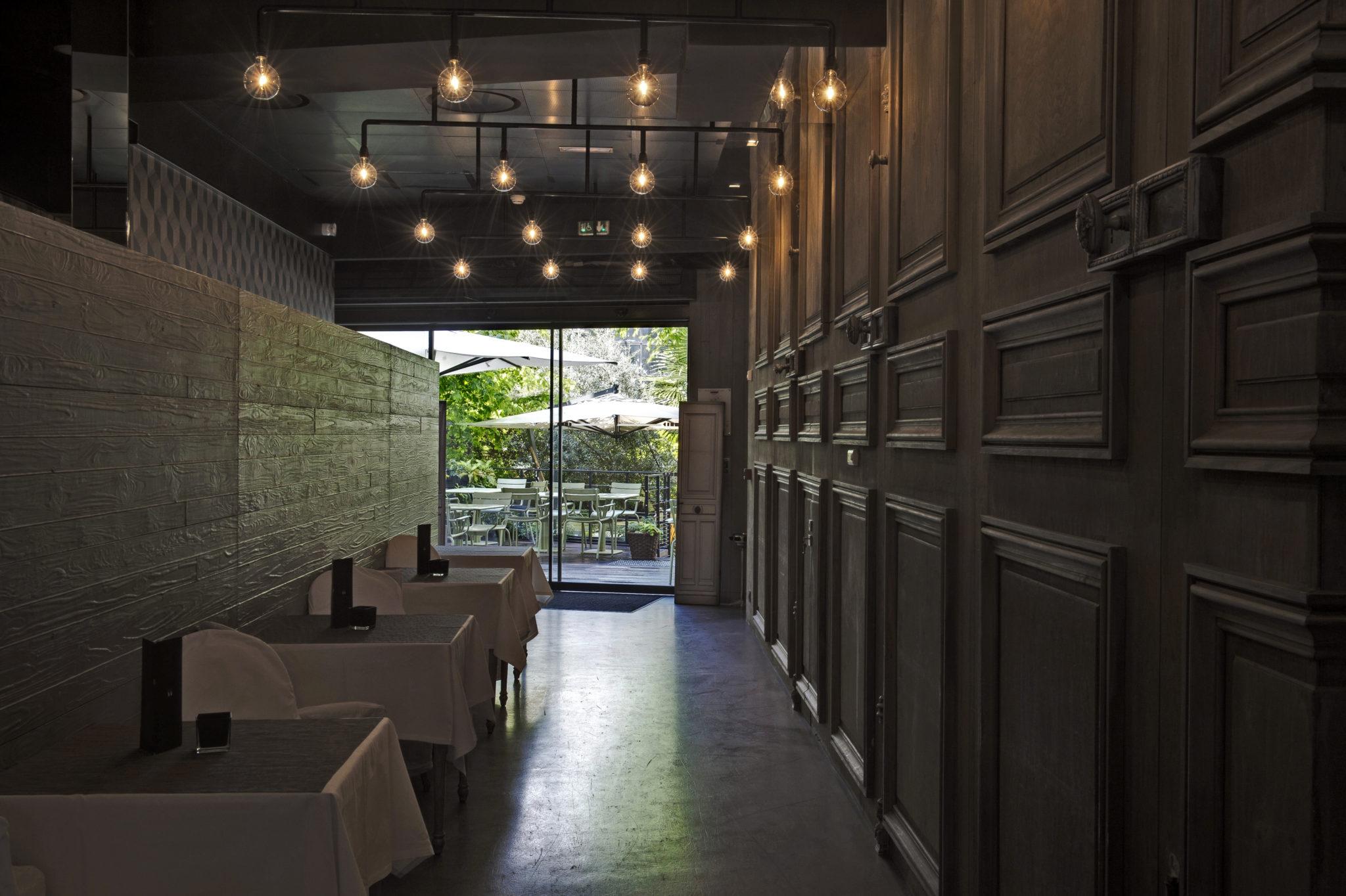Couloir restaurant terrasse