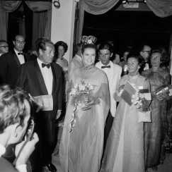 Arrivée de la princesse Grace de Monaco à un dîner de gala à Monaco le 10 août 1968.