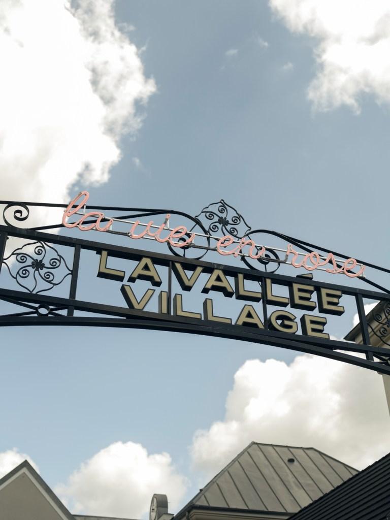 La Vallée Village se transforme en exposition à ciel ouvert