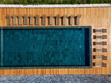 Outdoor_Pool_cropped_[7605-LARGE]