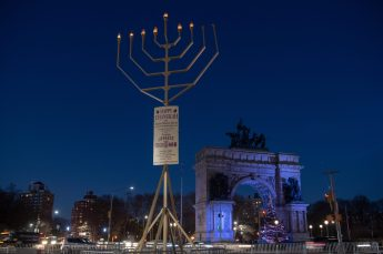 Brooklyn-Grand-Army-Plaza-Holiday-Menorah-Photo-Julienne-Schaer-NYC-and-Company-012