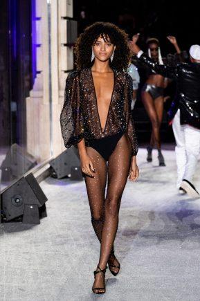 Model - Défilé Etam Live Show 2020 à Paris le 29 septembre 2020. © Pool Agence Bestimage Runway during the Etam Womenswear Spring/Summer 2021 show as part of Paris Fashion Week on September 29, 2020 in Paris,