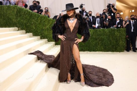 NEW YORK, NEW YORK - SEPTEMBER 13: Jennifer Lopez attends The 2021 Met Gala Celebrating In America: A Lexicon Of Fashion at Metropolitan Museum of Art on September 13, 2021 in New York City. (Photo by John Shearer/WireImage)