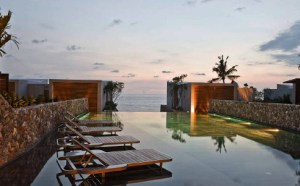 Casa de la Flora hotel Beachfront Villas, each of these with a private outdoor area with infinity pool