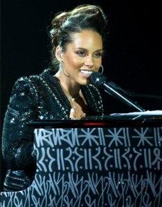 Alicia Keys wears De Beers Lea One Drop Necklace at Alicia Keys and her piano