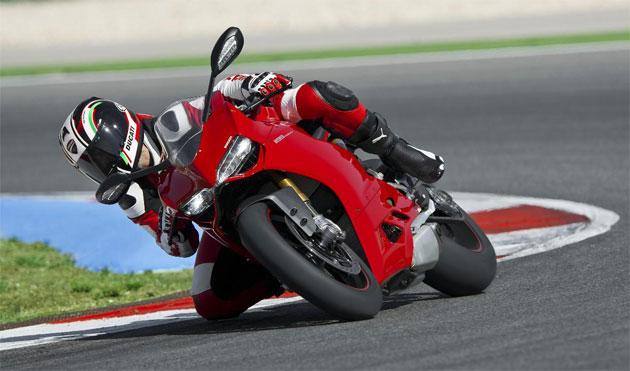 The eagerly awaited Ducati Panigale 1199 arrives at dealerships throughout the UK. 3