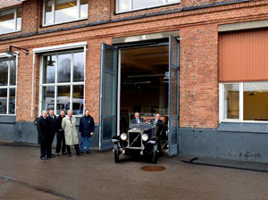 The Volvo Group turn back time in Goteborg by replicating a historic photographic moment. 4