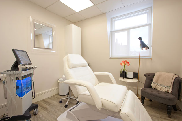 Renowned Cosmetic Surgeons launch the Waterhouse Young Clinic.