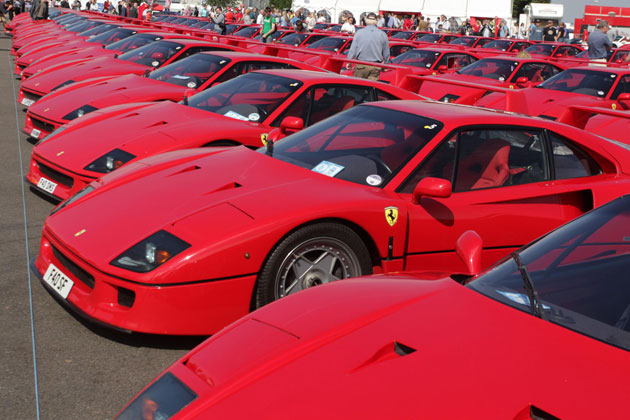 A world record 60 Ferrari F40s turns Silverstone red at the Silverstone Classic.