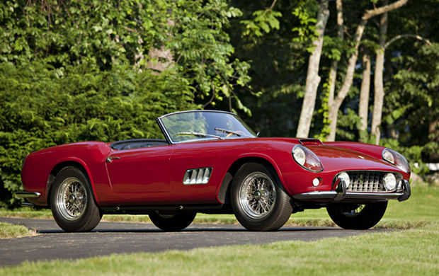 The 1960 California 250 LWB Spider Competizione reigned the event and went to an anonymous collector for over 11 million Dollars (including the auction fee). The car is an extremely rare model and has been built only nine times for competition. The car comes from the Sherman M. Wolf collection, who had bought it from its first owner in 1979 and owned it until last weekend. A rare car that also only had two owners.